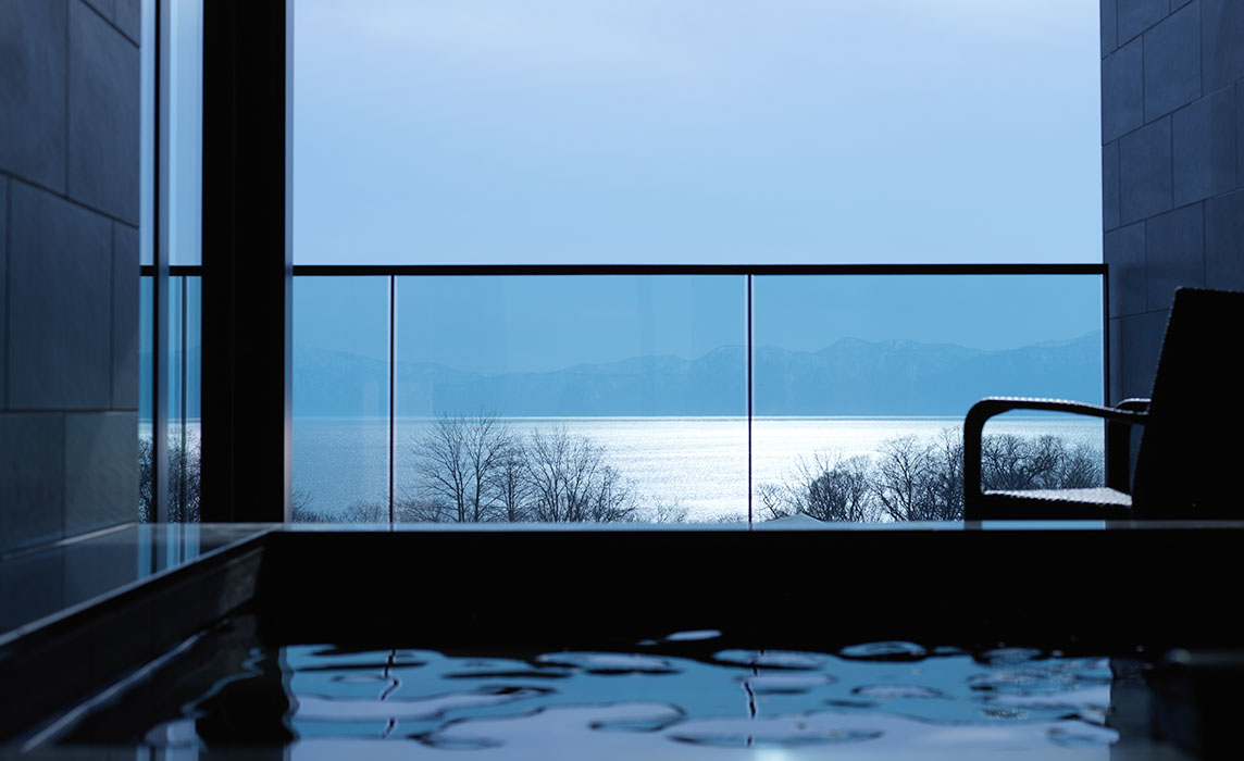 "Luxury staying in our ""Ao"" such as a Lake Shikotsu blue jewel"